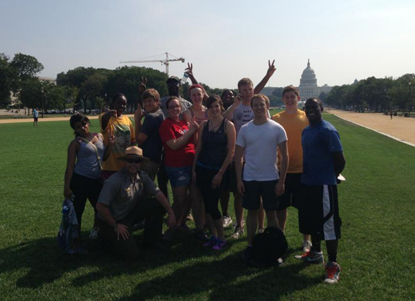 Lugar Academy students volunteer to rehabilitate the National Mall